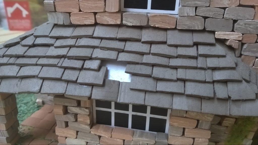 Detalle de cartulina base para el tejado